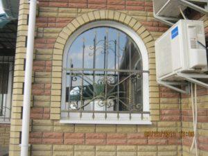 Кованые решетки на окна фото №14