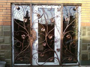 Кованые решетки на окна фото №15