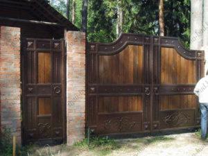 Кованые ворота с деревом №7
