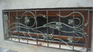 Кованые решетки на окна фото №81