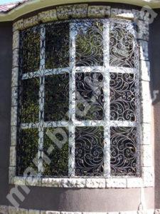 Кованые решетки на окна фото №19