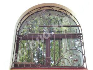 Кованые решетки на окна фото №39