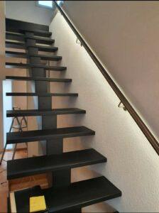 Деревянная лестница на одном, фото №1