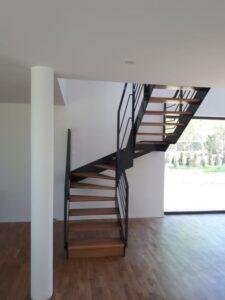 Лестница на металлических тетивах, фото №1