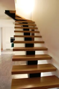 Металлические лестницы на одном косоуре, фото №10