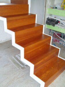 Металлическая лестница на косоурах, фото №11