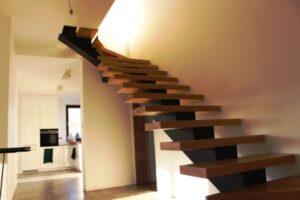 Металлические лестницы на одном косоуре, фото №13