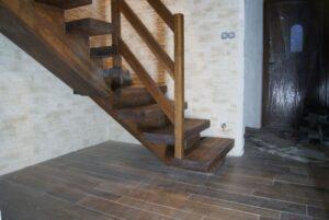 Деревянная лестница на одном, фото №11
