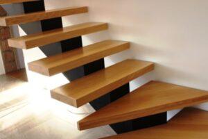 Металлические лестницы на одном косоуре, фото №14
