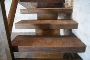 Деревянная лестница на одном, фото №12