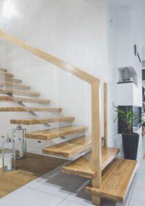 Металлические лестницы на одном косоуре, фото №2