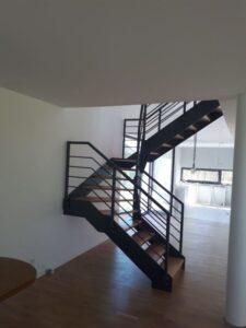 Лестница на металлических тетивах, фото №2