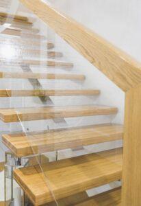 Металлические лестницы на одном косоуре, фото №4