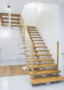 Металлические лестницы на одном косоуре, фото №3