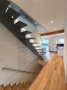 Деревянная лестница на одном, фото №2