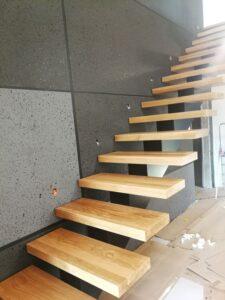Металлические лестницы на одном косоуре, фото №5