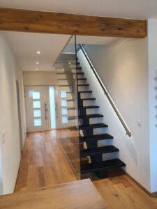 Деревянная лестница на одном, фото №5