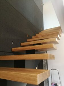 Металлические лестницы на одном косоуре, фото №6