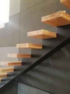 Металлические лестницы на одном косоуре, фото №7