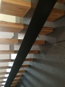Металлические лестницы на одном косоуре, фото №8