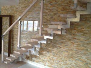 Лестница на ломаном косоуре, фото №9