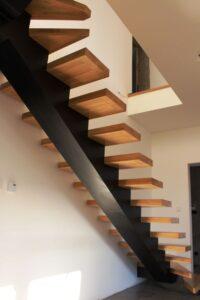 Металлические лестницы на одном косоуре, фото №9