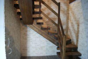 Деревянная лестница на одном, фото №9
